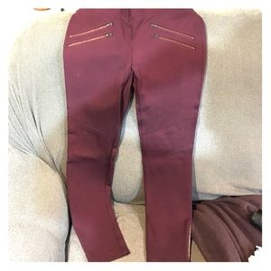 Maroon leggings with zippers